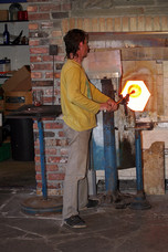 Glasshytta Glassblower at Work Vikten Norway 9144